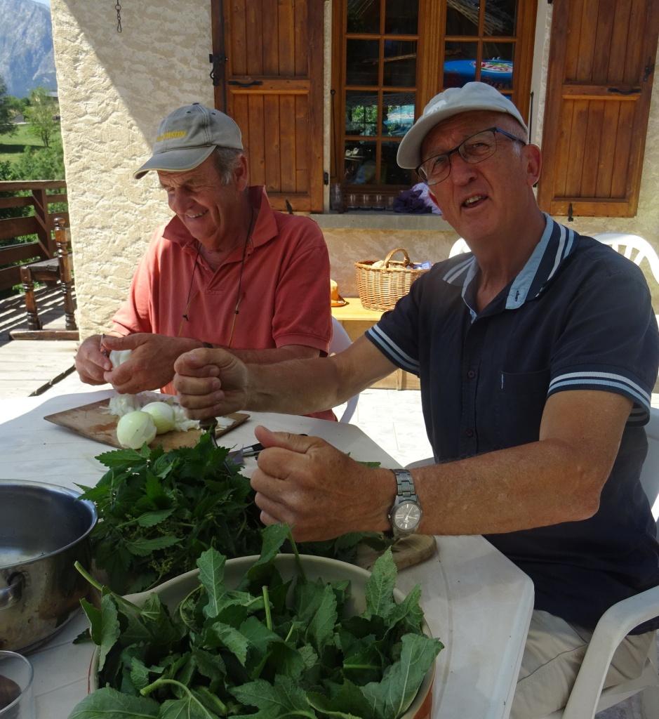 En atelier cuisine : hachage des plantes
