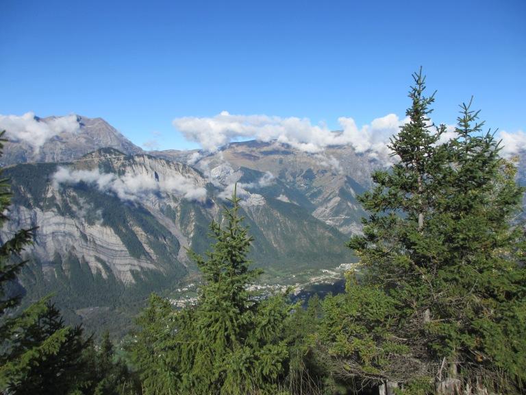 Vue sur les sommets et la vallée de Bourg d'Oisans