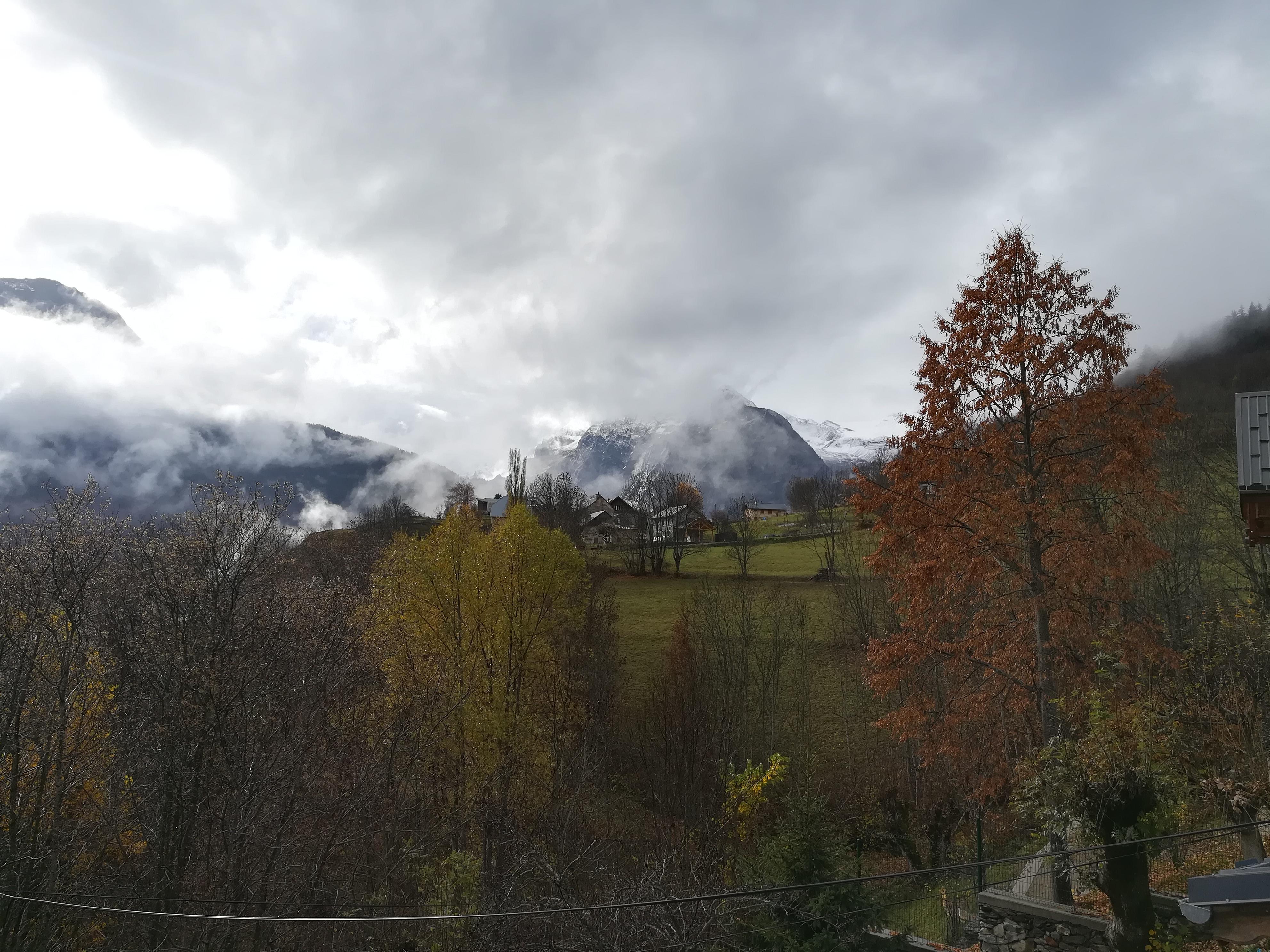 Auris-en-Oisans : vue du hameau les Châtains